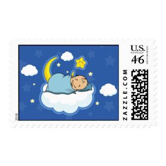 Bebé que duerme en sello azul de la fiesta de bien
