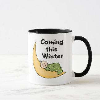Bebé que viene este invierno taza