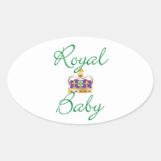 Bebé real con púrpura y la corona del oro colcomanias de óval
