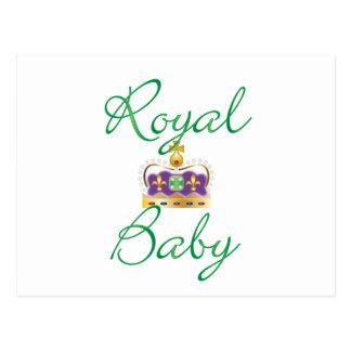 Bebé real con púrpura y la corona del oro postales