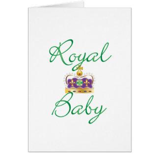 Bebé real con púrpura y la corona del oro felicitación