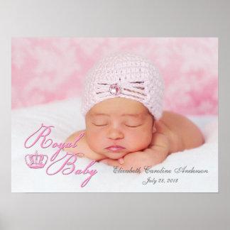 Bebé real en rosa con la corona del vintage impresiones