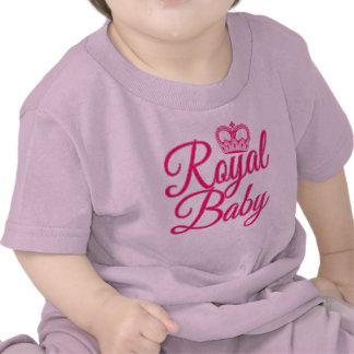 Bebé real en rosa con la corona camisetas