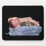 Bebé recién nacido del monopatín alfombrillas de ratón