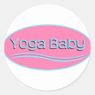 Bebé rosado de la yoga etiquetas redondas