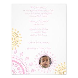 Bebé rosado y amarillo de Namkaran que nombra invi Invitación Personalizada