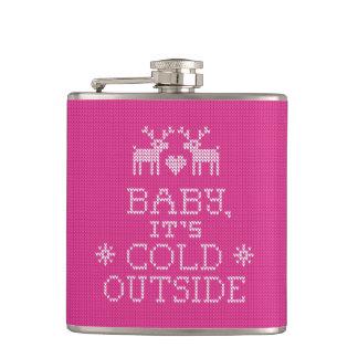 Bebé su frasco rosado exterior frío del punto del