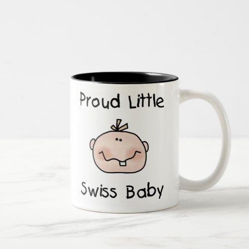 Bebé suizo orgulloso del muchacho taza de café