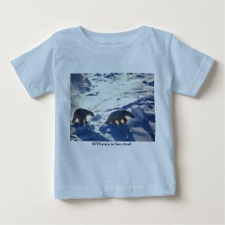 Bebé T (2)/osos polares en el cabo Lisburne T-shirt