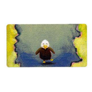 Bebé tembloroso del arte del águila calva que apre etiqueta de envío