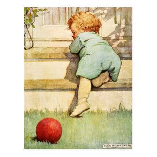 Bebé Toddling y bola roja Postal