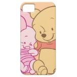 Bebé Winnie the Pooh y abrazo del cochinillo iPhone 5 Carcasas