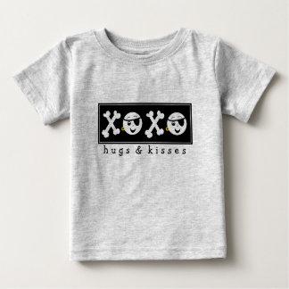 Bebé XOXO del pirata T-shirt