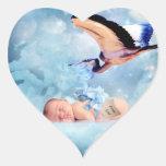 Bebé y cigüeña de la fantasía pegatinas corazon