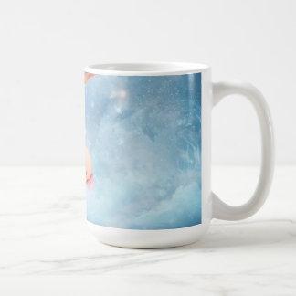 Bebé y cigüeña de la fantasía taza de café
