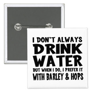 Bebedor divertido del agua/de cerveza pin cuadrado