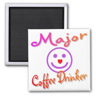 Bebedor importante del café imán cuadrado