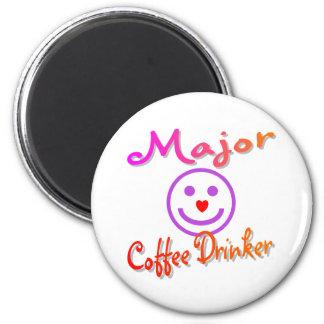 Bebedor importante del café imán redondo 5 cm