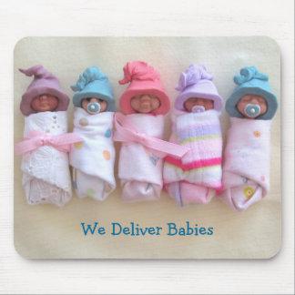 Bebés en arcilla: Partera, doctores: Entregue al b Mousepad