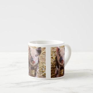 Bebés lindos del corral de los animales del campo taza espresso