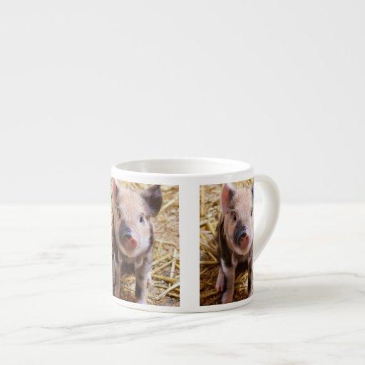 Bebés lindos del corral de los animales del campo  tazas espresso