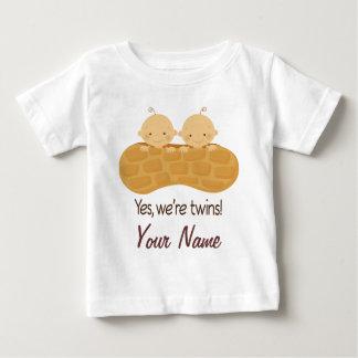 Bebés personalizados muchacho gemelo en un tee shirt