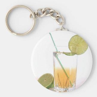 Bebida alcohólica del cóctel con la hierbabuena de llavero