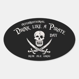Bebida como un pirata calcomanía de ovaladas