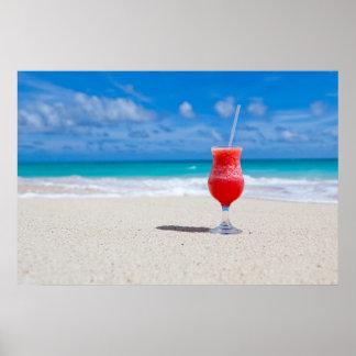 Bebida en la playa poster