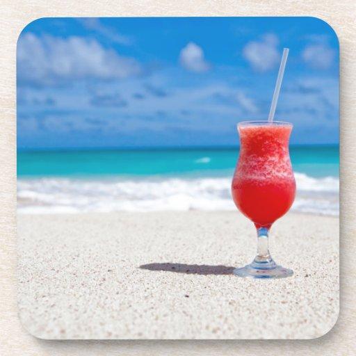 Bebida en la playa posavasos de bebidas