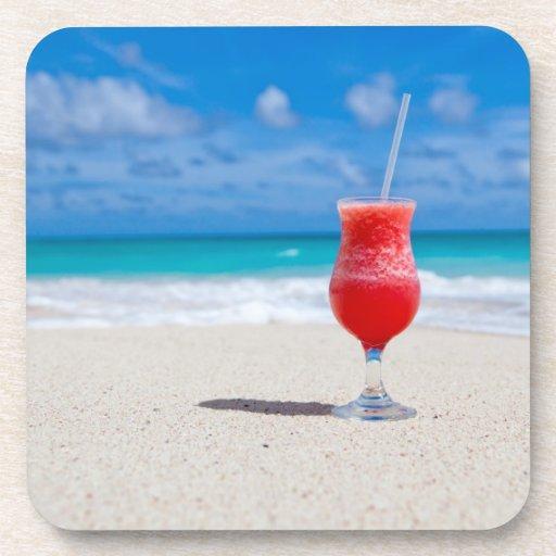 Bebida en la playa posavasos