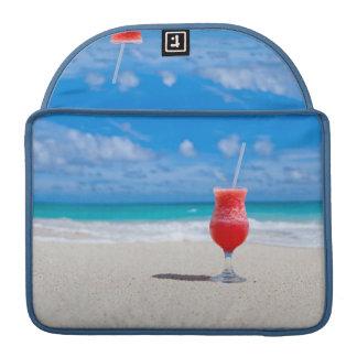 Bebida en las mangas de MacBook de la playa Funda Para Macbook Pro