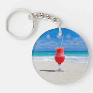 Bebida en llavero de la playa