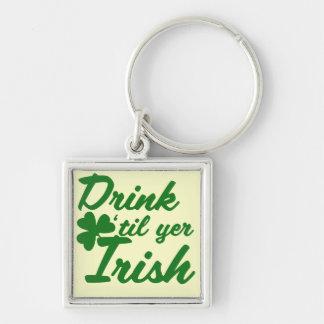 Bebida hasta irlandés del YER Llavero Cuadrado Plateado