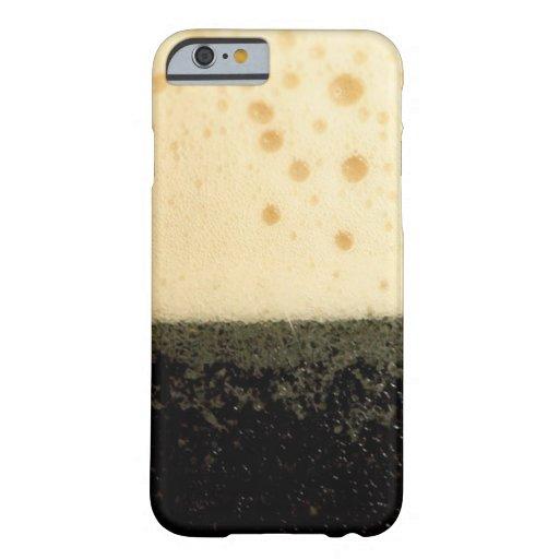Bebida oscura con la caja de la espuma funda de iPhone 6 barely there