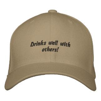 Bebidas bien con otras gorra bordado divertido gorra de beisbol