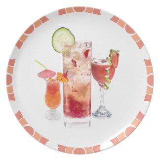 Bebidas del rojo plato