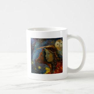 Bebidas espirituosas animales del oso y del búho taza de café