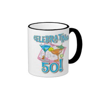 Bebidas tropicales que celebran 50 taza