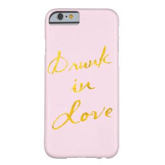 Bebido en caso del iPhone 6 del amor - rosa y oro Funda De iPhone 6 Barely There