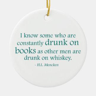 Bebido en los libros adorno navideño redondo de cerámica