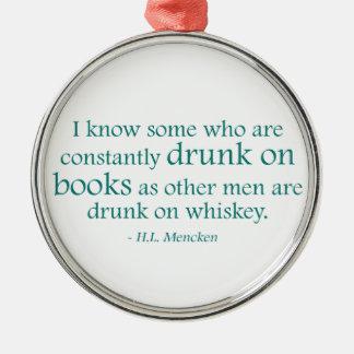 Bebido en los libros adorno navideño redondo de metal