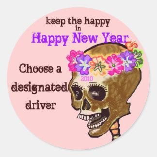 Bebiendo y conduciendo el cráneo pegatina redonda