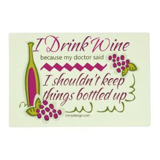 Bebo cita divertida del vino salvamanteles