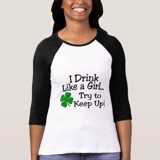 Bebo como un intento del chica para continuar el remeras