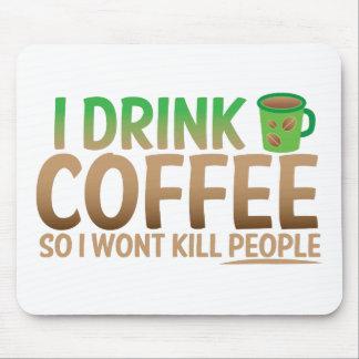 Bebo el CAFÉ así que no mataré a gente Alfombrilla De Ratones