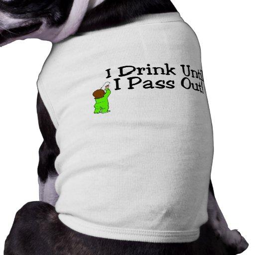 ¡Bebo hasta que pase hacia fuera! Camisetas De Perro