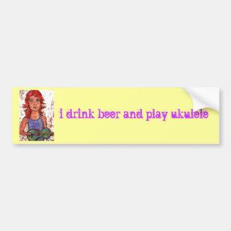 bebo la cerveza y el ukulele del juego pegatina para auto