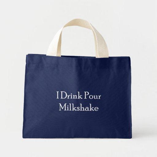 Bebo vierto el batido de leche bolsa