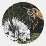 bee a round sticker